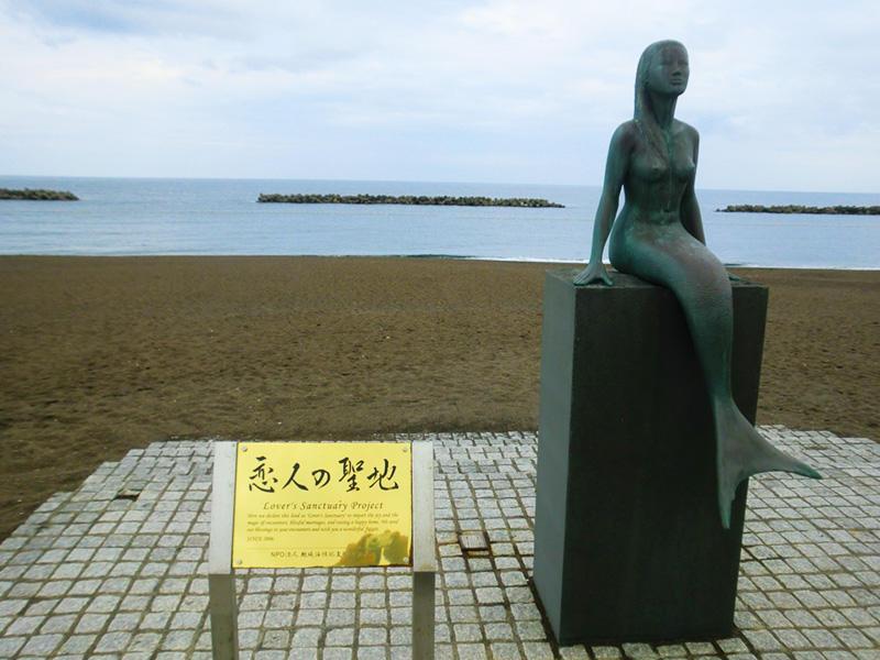 鵜の浜海水浴場の人魚像